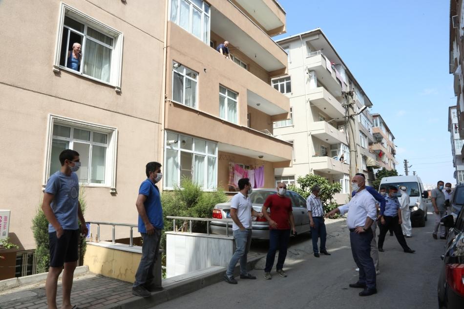2020/07/1593874097_başkan_biyik,_karantina_altindaki_sokaği_ziyaret_etti_(7).jpg