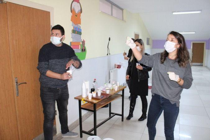 2021/01/1610350878_ogretmenler-pandemi-surecinde-okulu-renklendirdi-4448-dhaphoto5.jpg
