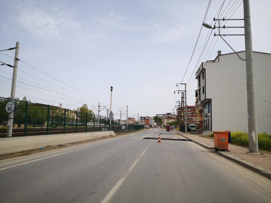 2021/05/1620120237_darica_çelikkoğlu_caddesi-nde_asfalt_yama_çalişmasi_-4.jpeg