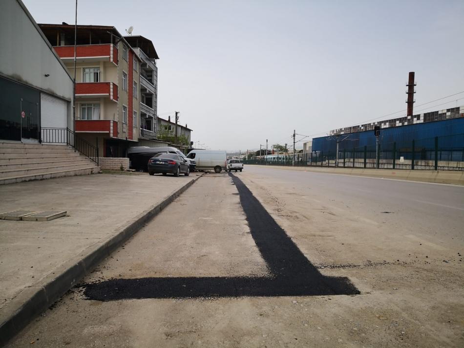 2021/05/1620120239_darica_çelikkoğlu_caddesi-nde_asfalt_yama_çalişmasi_-3.jpeg