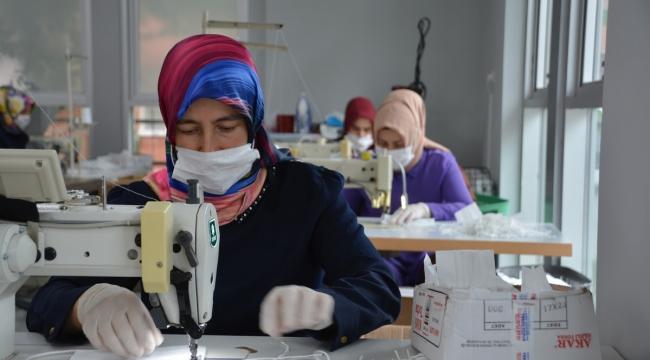 İzmit Çınar Kadın Kooperatifi'nin üreten kadınlarıilk maaşlarını aldı