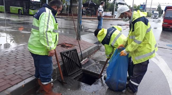 Yoğun yağış sonrası Büyükşehir ekiplerinden anında müdahale