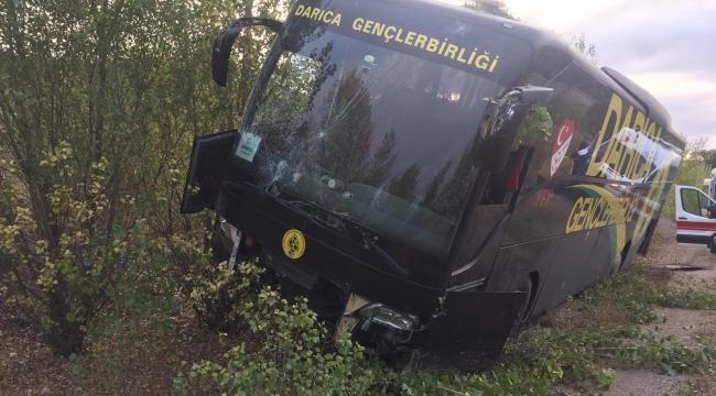 Darıca G.B takım otobüsü kaza yaptı! 5 yaralı!