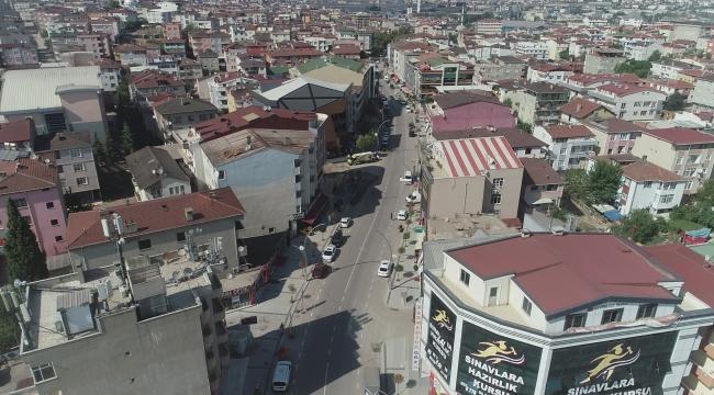Aşıroğlu Caddesi'nde araç yolu çok dar! Vatandaş şikayetçi...