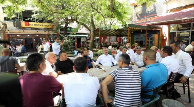 Büyükakın, Çınaraltı'nda vatandaşlarla buluştu