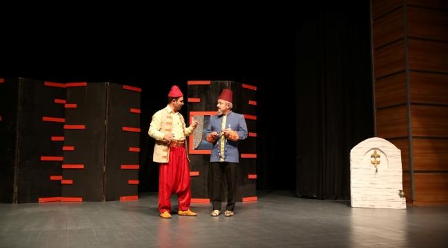 Gebzeliler ''Damat Adayları'' oyununu ilgi ile seyretti