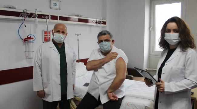Darıca'da sağlık çalışanları aşılanmaya başladı