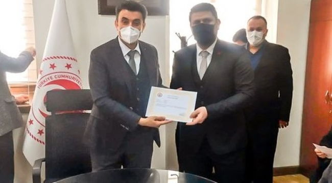 Muhtar Özdemir'e Üstün Başarı Belgesi