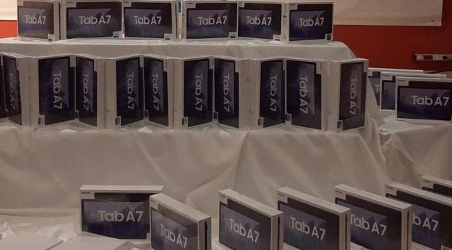 Dilovası'nda tablet dağıtımları devam ediyor