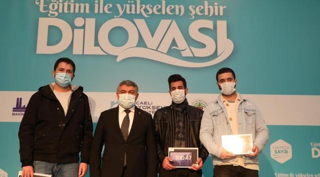 Dilovası'nda üniversite öğrencileri tabletlerine kavuştu