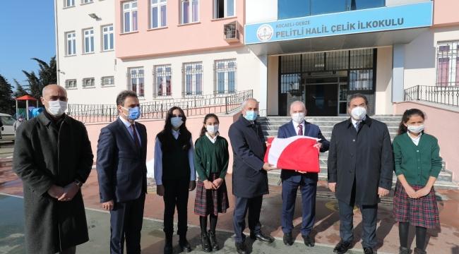 Kaymakam Güler ve Başkan BüyükgözPelitli'de Bayrak Töreni'nde