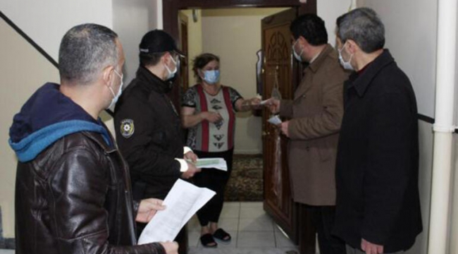Darıca'da kapı kapı dolaşıp broşür dağıtıyorlar!