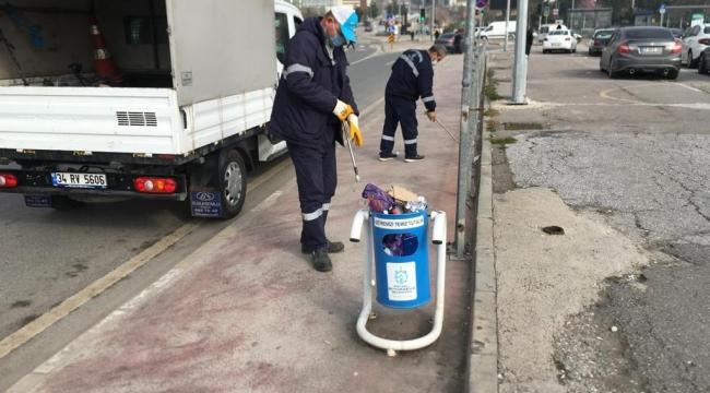 Şehir genelindeki yol, durak ve üst geçitler temizleniyor