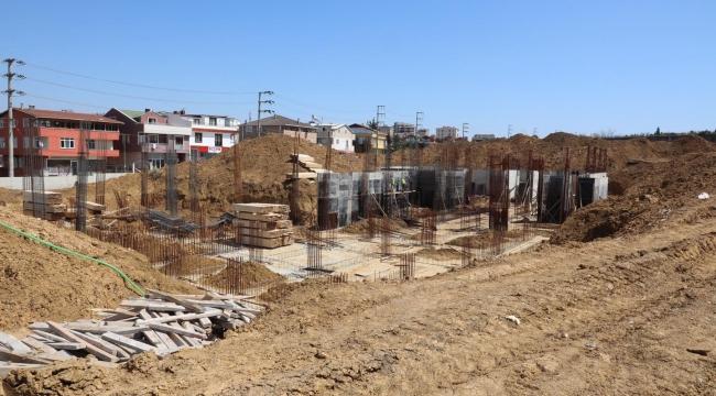 Bayramoğlu'nda yapımı devam eden Sağlık Kompleksi ve İlçe Sağlık Müdürlüğü inşaat çalışmaları sürüyor