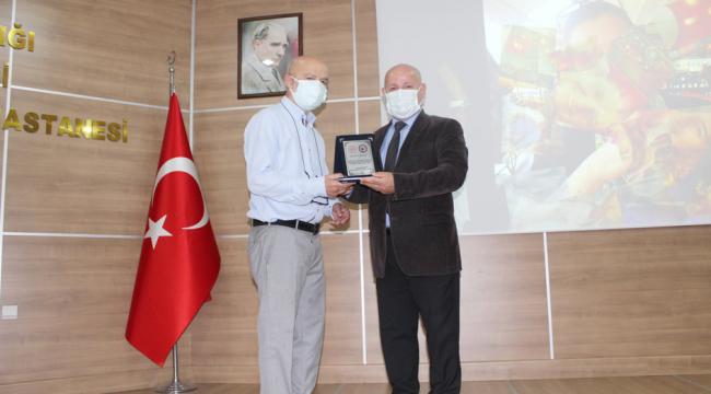 Darıca Farabi'de emekli olan personellere plaket verildi