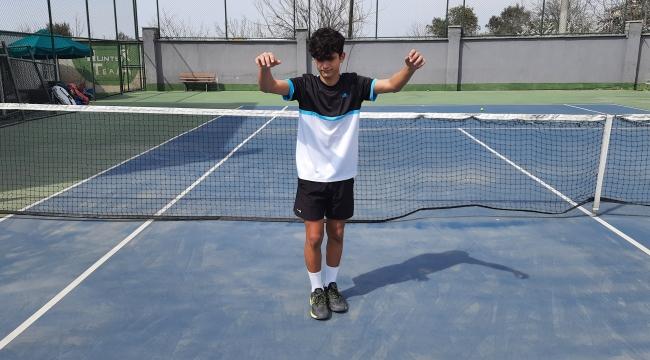 Darıcalı sporcu, tenis maçlarına horonla hazırlanıyor