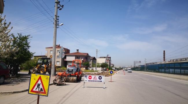 Darıca Çelikoğlu Caddesi'nde asfalt yama çalışması yapılıyor