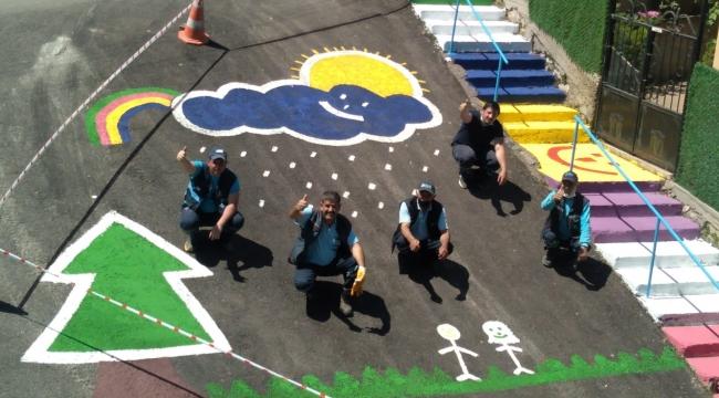 İzmit Belediyesi işçileri asfalta hayallerini resmetti