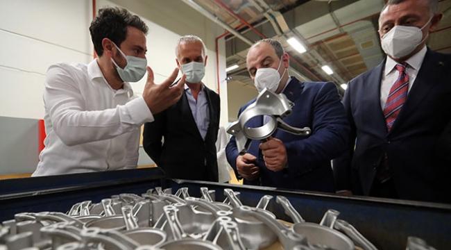 Bakan Varank, Kocaeli'deki üretim tesislerini inceledi