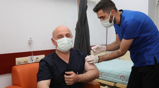 Başkan Bıyık, koronavirüs aşısı oldu!