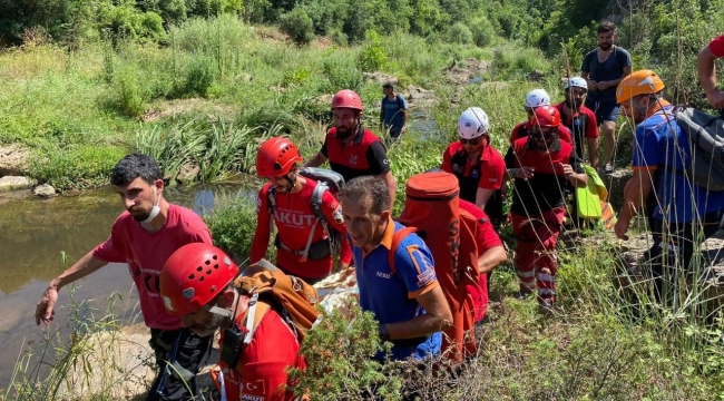 Kayalıklarda tırmanış yapan dağcı düşerek yaralandı