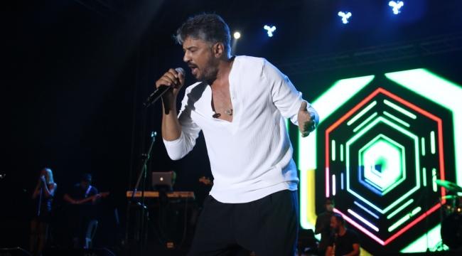 Kocaeli'de Yaz Neşesi konserleri Emre Altuğ ile devam etti