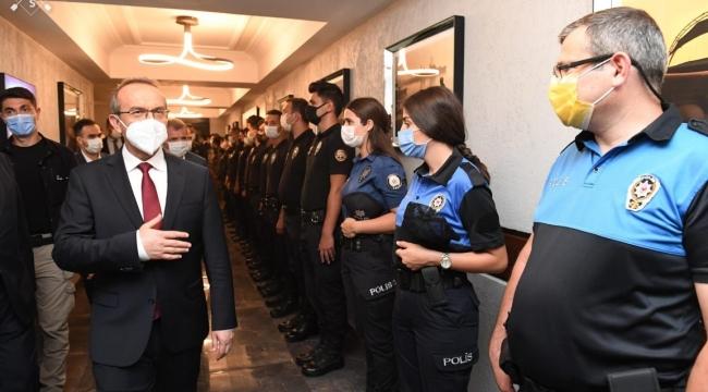 Vali Yavuz, kurumları ziyaret ederek bayramlarını kutladı