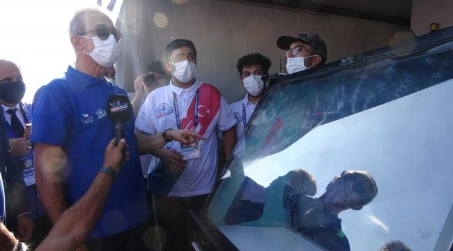 Bakandan, Gebze'de otonom araç yapan gençlere destek