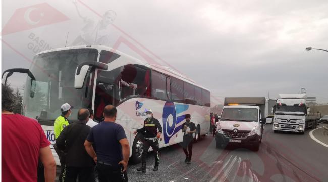 TIR ile otobüs çarpıştı; 3 yaralı