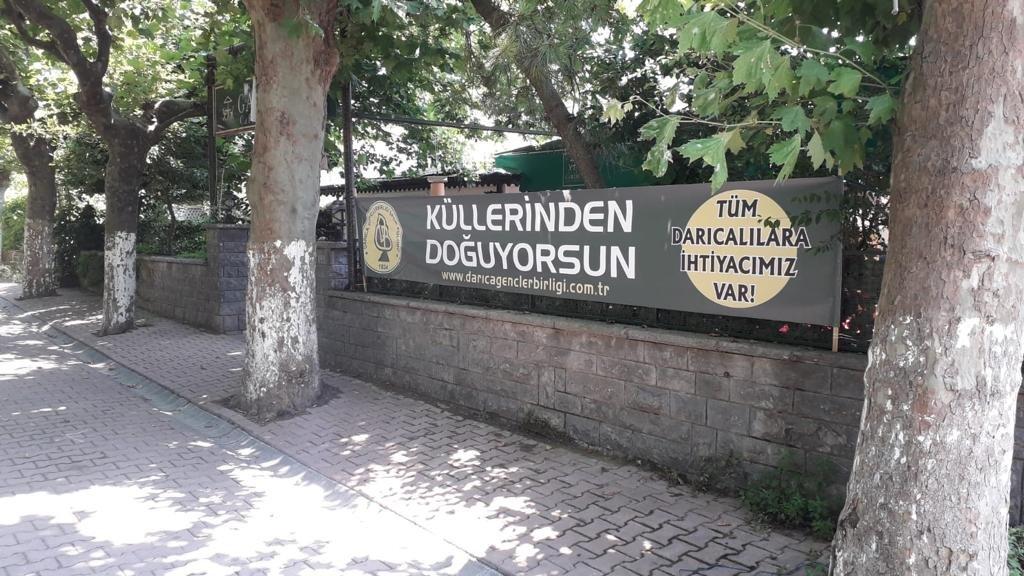 Darıca'da her yer sarı-yeşil pankartlarla donatıldı
