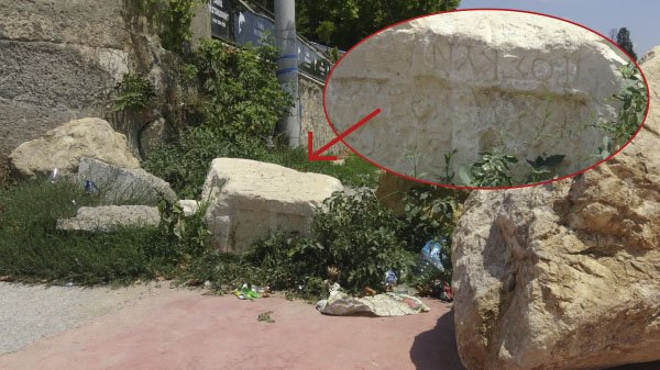 Yoldaki tarihi taş muhafazaya alındı