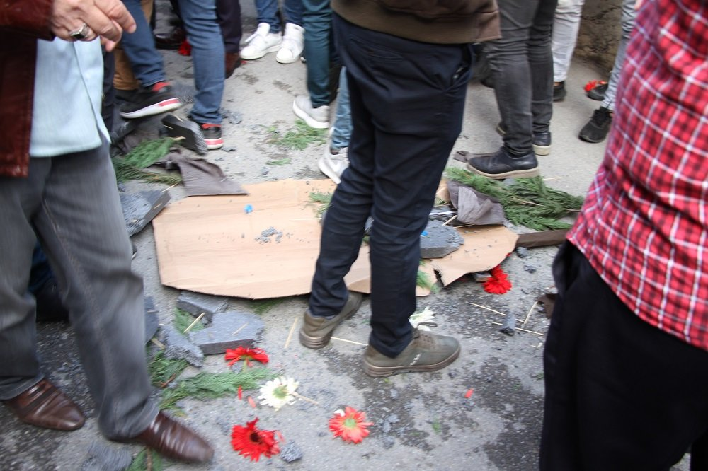 CHP'nin çelengini parçaladılar