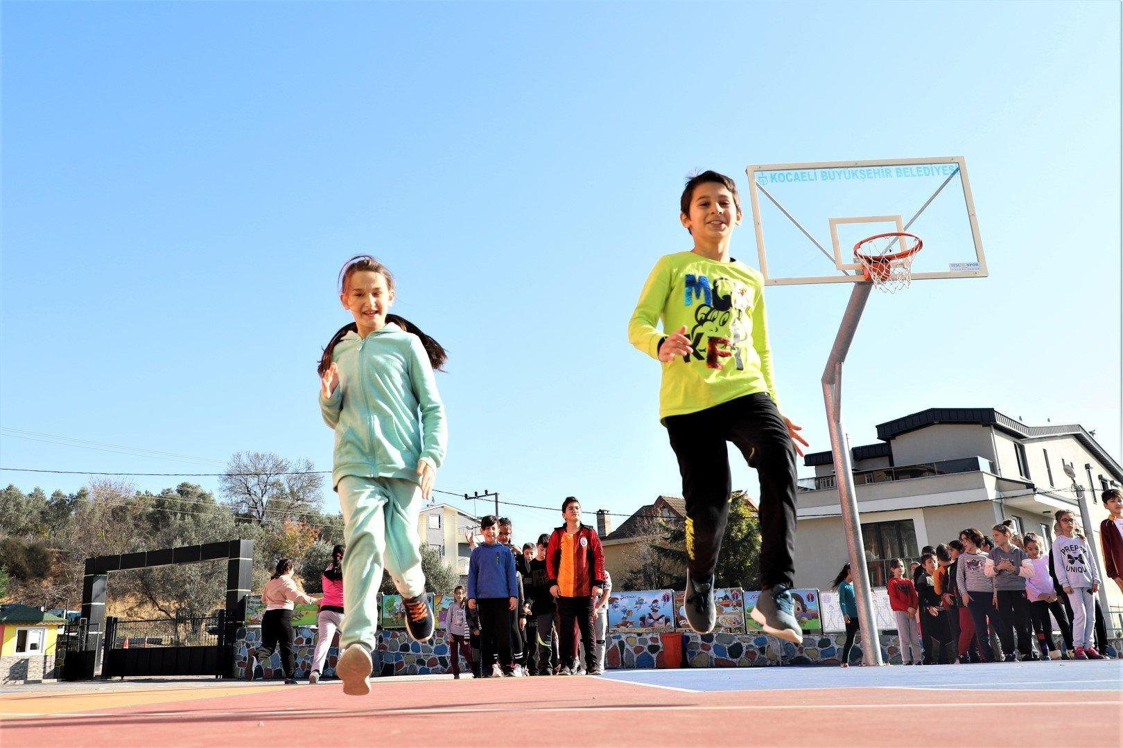 Darıca'da binlerce çocuk sporla geleceğe hazırlanıyor
