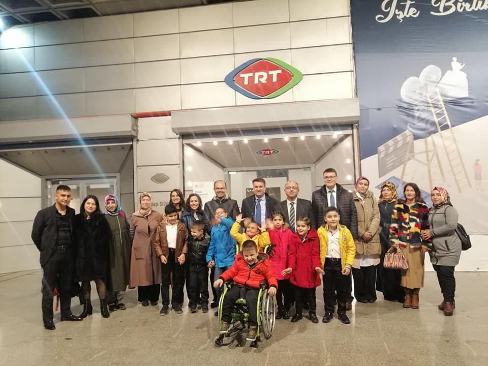 Darıcalı öğrenciler, TRT'de müzik programına katıldı