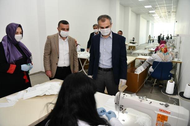 Çayırova Belediyesi vatandaşlar için maske üretiyor