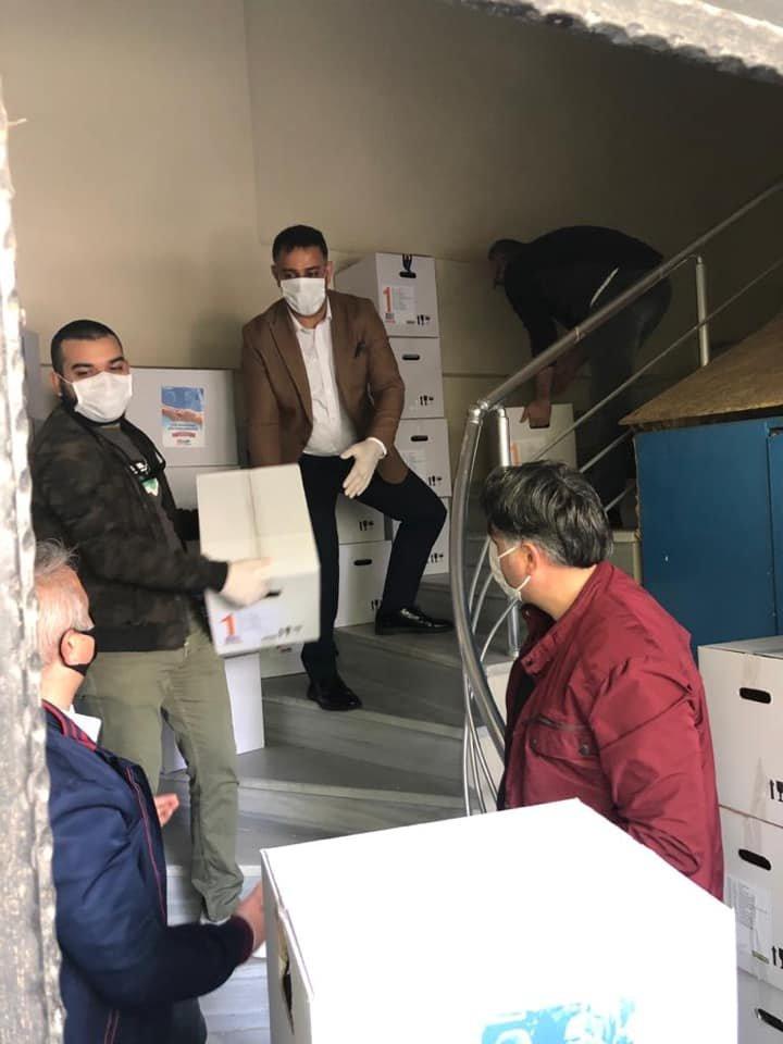 CHP Darıca, yardım kolilerini mahallelere dağıtıyor