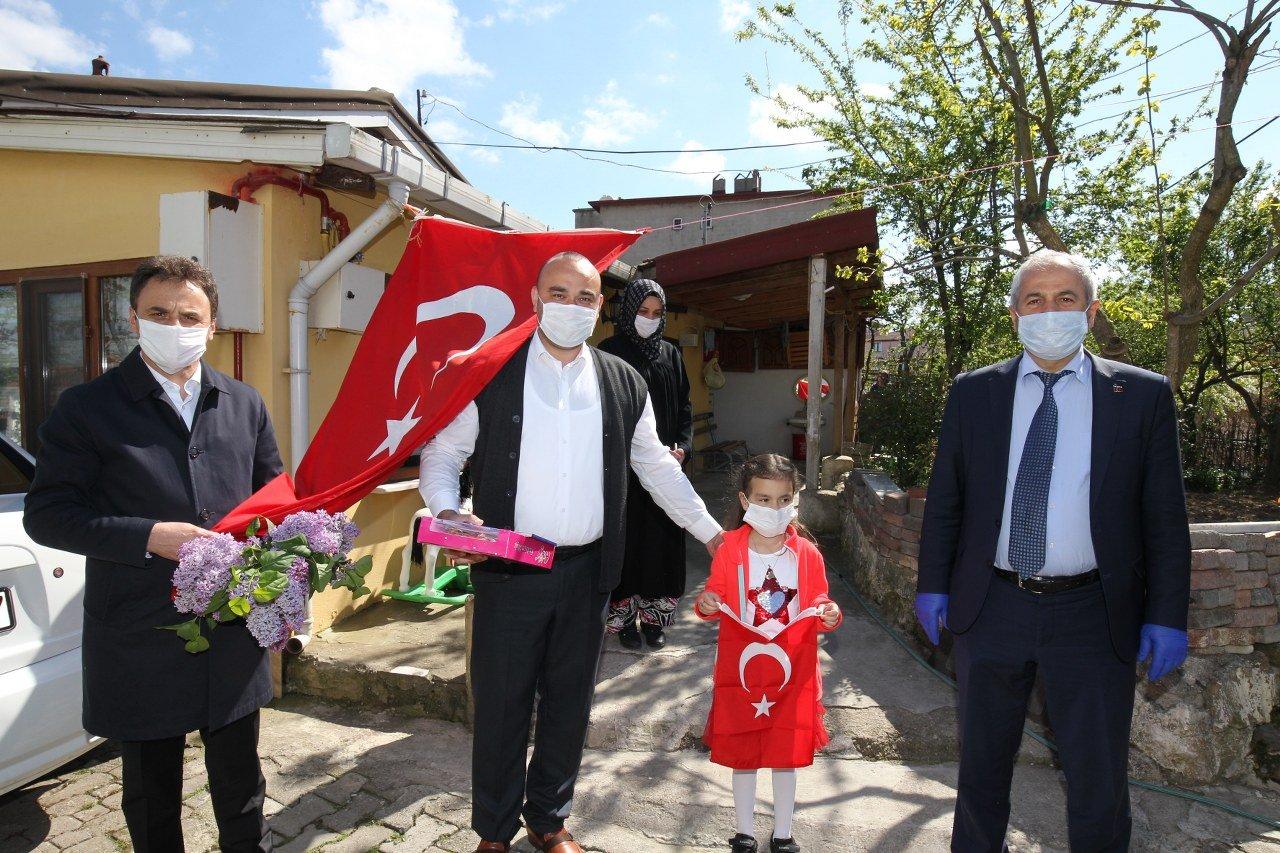 Büyükgöz'den çocuklara 23 Nisan hediyeleri